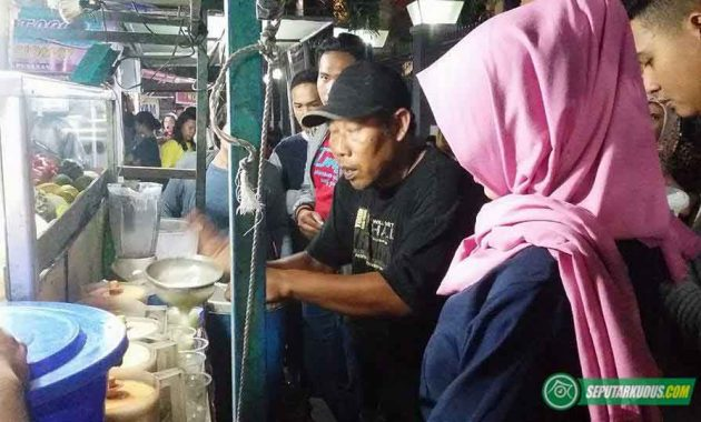 Muhammad Kasin penjual es krim dikerumuni pembeli 2017_5