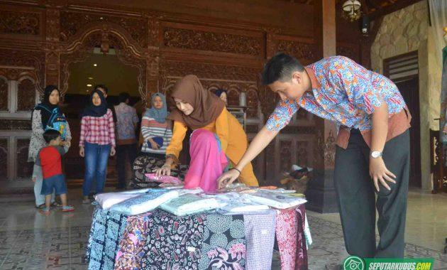 Produk batik Kudus di Mubarok Sentra Bisnis dan Budaya 2017_5