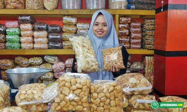 Arraudhotu Aliyatul Ula, penjual jajan di Pasar Kliwon 2017_7